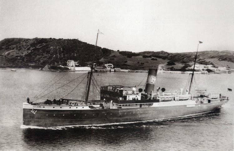 El REY JAIME II saliendo del puerto de Mahon. Del libro Menorca. Record d´un Temps.JPG