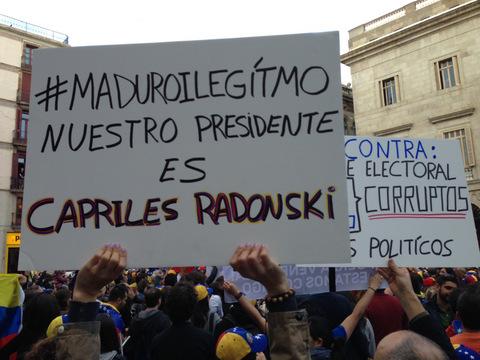 "Manifestación de venezolanos contra Maduro en Barcelona, chillan: ""¡Fraude, fraude, fraude!"" (videos y fotos)"
