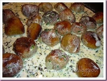 Polpette di pane vegetariane con salsa di panna alla salvia (21)