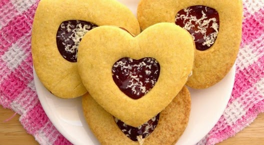shortbread-heart-cookies-with-raspberries-and-white-chocolate-featured-750x410