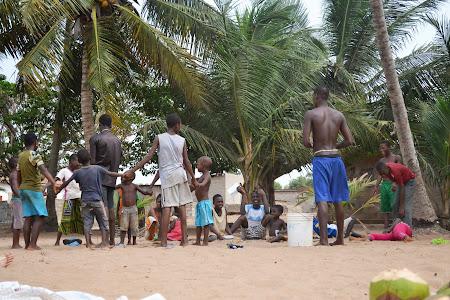 12. Joaca copii africani.JPG