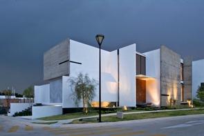 Casa-con-fachada-moderna