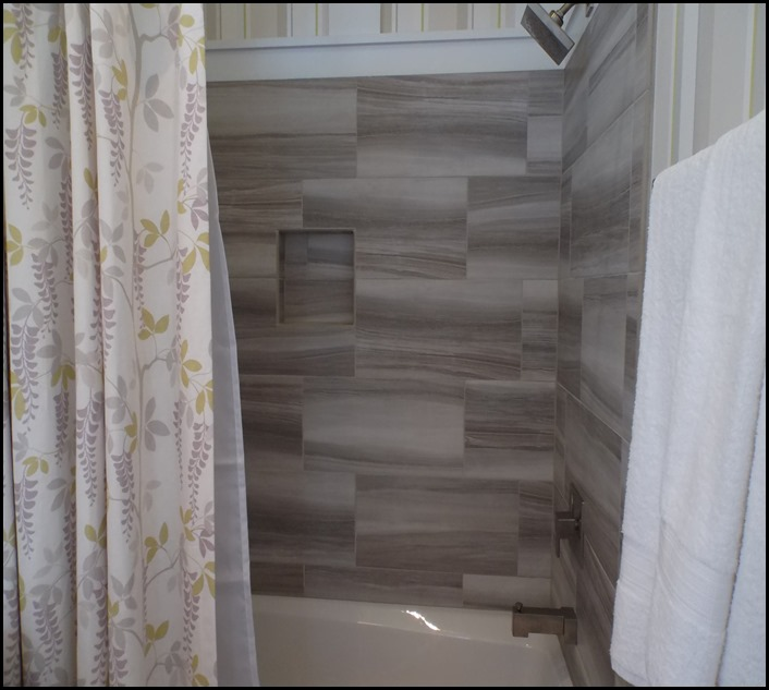 guest bath 1 tile detail