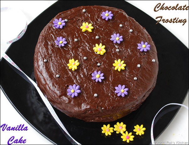 Chocolate Cake With Vannila And Frosting