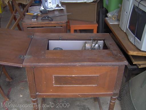 Bon Vintage Sewing Machine