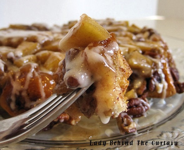 Lady-Behind-The-Curtain-Upside-Down-Cinnamon-Apple-Coffee-Cake-1-590x480