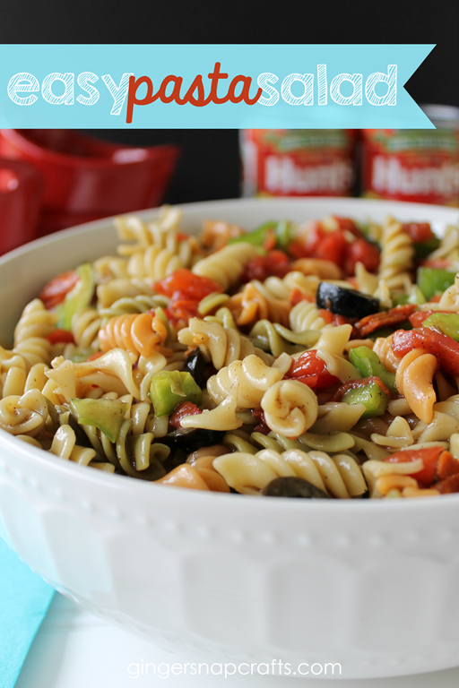 Easy Pasta Salad at GingerSnapCrafts.com #pasta #salad #dinnerdone #cbias