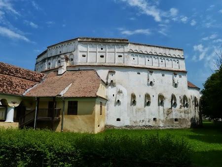 Fortificatii sasesti in Transilvania: Biserica intarita de la Prejmer