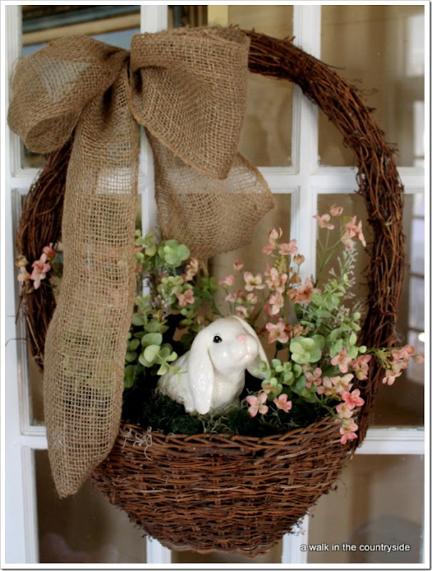 Rustic Easter Wreath. Click for 40 more #DIY #Wreath Ideas