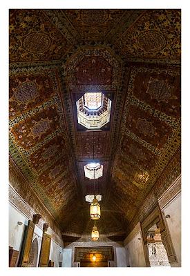 Marrakesch - Bahia-Palast - reich verzierte Decke