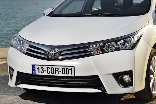 2014-Toyota-Corolla-50.jpg