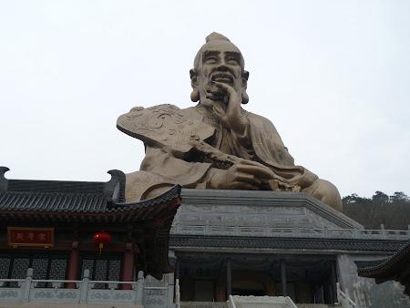 16. statuie Laozi Maoshan.JPG