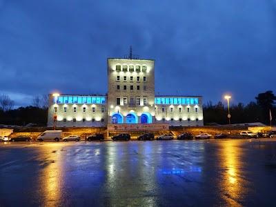 Obiective turistice Tirana: Politehnica noaptea