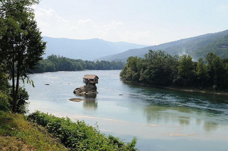 drina-river-house-3