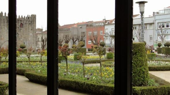 Vista do Café Lusitana para o Jardim de Santa Bárbara