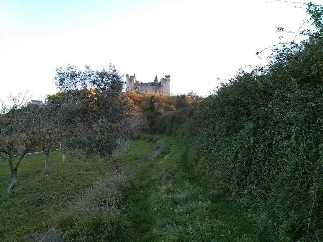 pôr do sol no Castelo de Porto de Mós