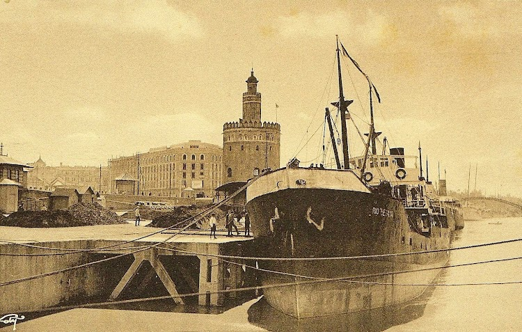 El vapor RÍO BESAYA en el puerto de Sevilla. Fecha indeterminada. Colección Manuel Rodriguez Aguilar.jpg
