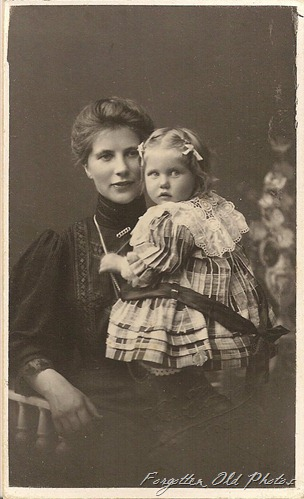 Mother and Child CdV Foreign Dl Antiques