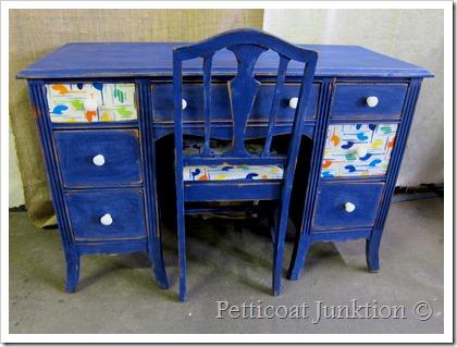 kid's-decoupage-desk