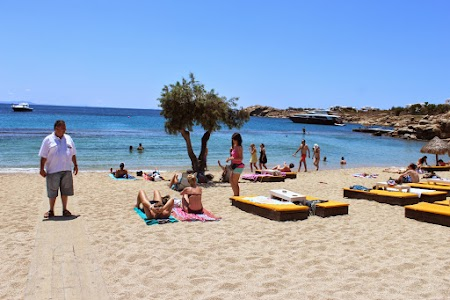 10. Pe plaja in Mykonos.JPG