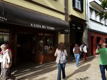 07. Magazin de vin de Madeira.JPG