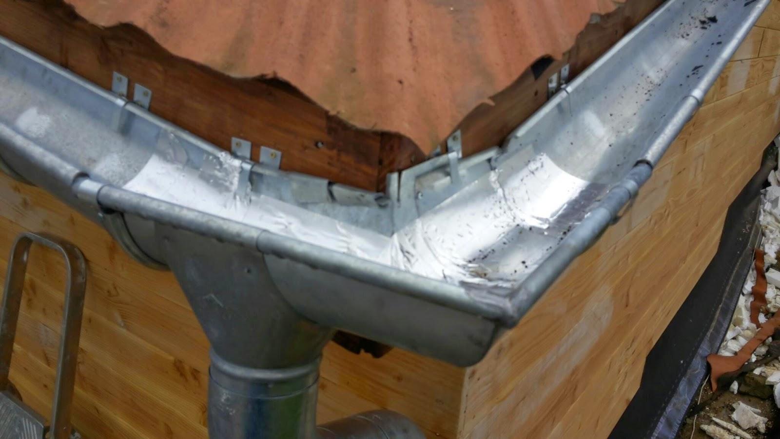 angle goutti re zinc rev tements modernes du toit. Black Bedroom Furniture Sets. Home Design Ideas