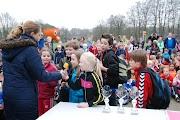 Schoolkorfbaltoernooi ochtend 17-4-2013 396.JPG