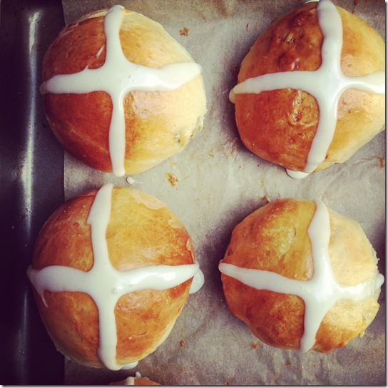 hot-cross-buns-twelve-loaves-4