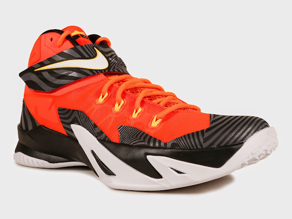 newest d30aa 6a930 Nike Soldier 8 Arrives in University Red / Black / White ...