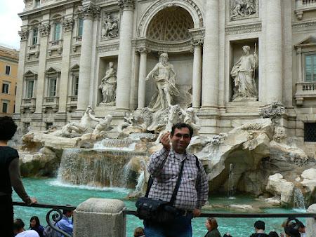 Obiective turistice Roma: aruncand moneda in Fonta di Trevi