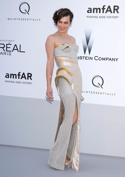 Milla Jovovich arrives at the 2012 amfAR's Cinema Against AIDS