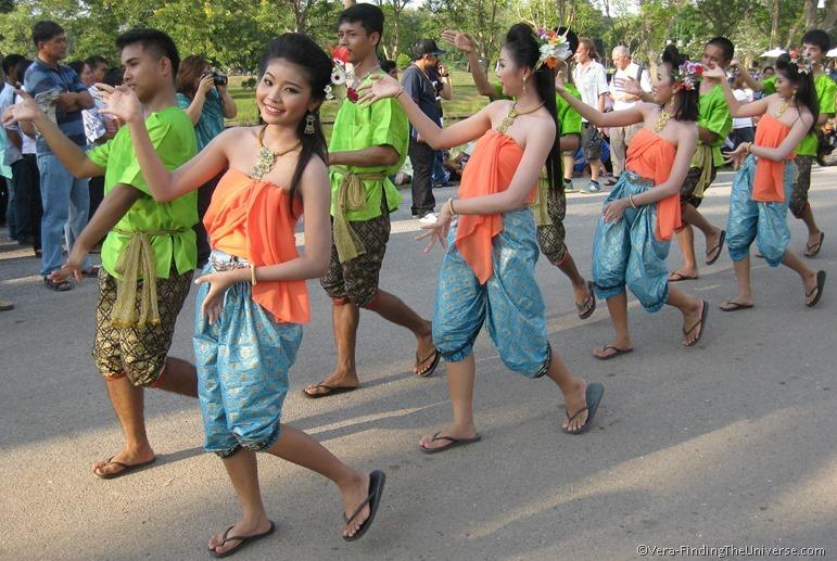 Loi Krathong Dancers