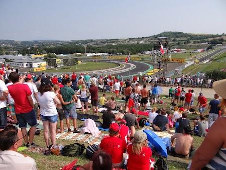 13. Spectatori Hungaroring.JPG