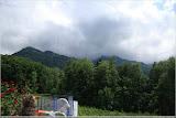 Wolken fressen die Berge auf