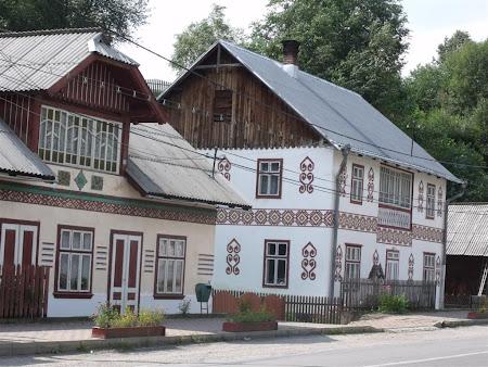 Obiective turistice Romania: Case incondeiata Ciocanesti