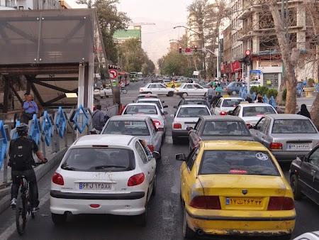 08. Trafic in Teheran.JPG
