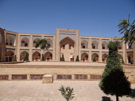 14. Curte interioara la Orient Star Khiva.JPG