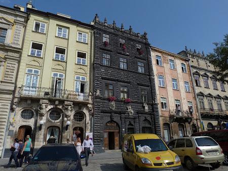 Obiective turistice Lvov: Casa neagra din piata centrala