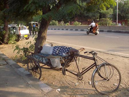 Cazare India: cum sa dormi pe o bicicleta