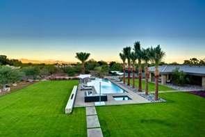 piscina-paisajismo-casa-de-lujo