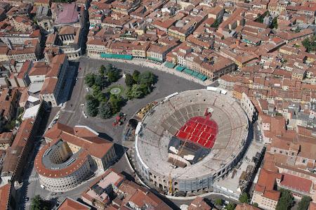 Atractii Italia: Amfiteatrul roman Verona