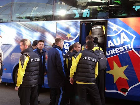 Echipa Steaua se imbarca in autocar