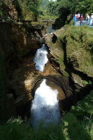 Obiective turistice Nepal: cascada Devi's Falls Pokhara