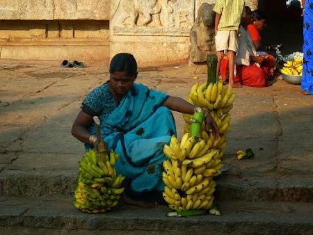 11. Vanzatoarea de banane.JPG