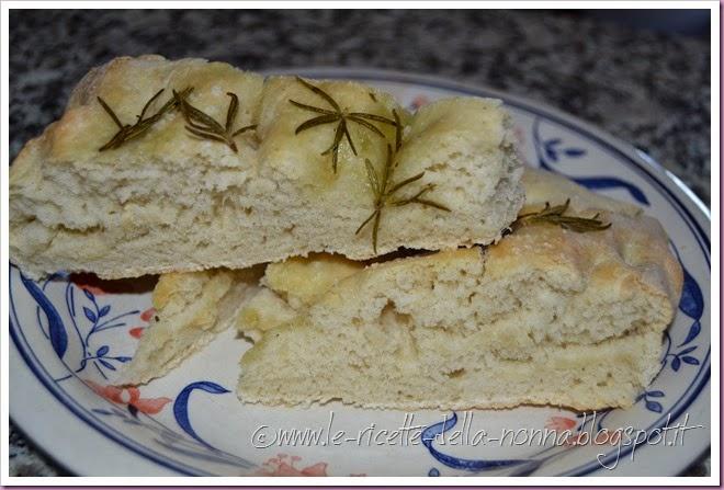 Focaccia genovese (olio, sale e rosmarino) (8)