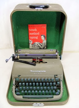 1950_s_REMINGTON_QUIET-RITER_TYPEWRITER_w_CASE_MANUAL