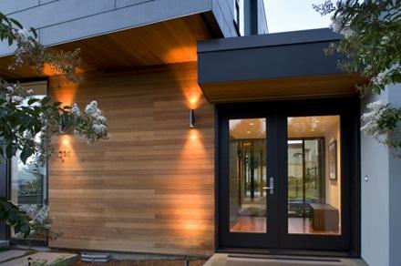 revestimiento-de-madera-en-fachada-casa