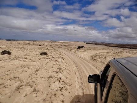 29. Cu masina pe dune.JPG