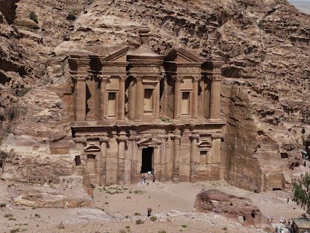 Manastirea - Petra