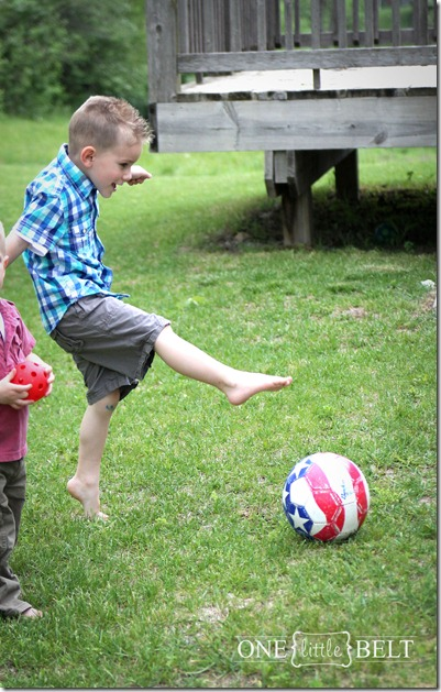 toddler-style-playing-soccer